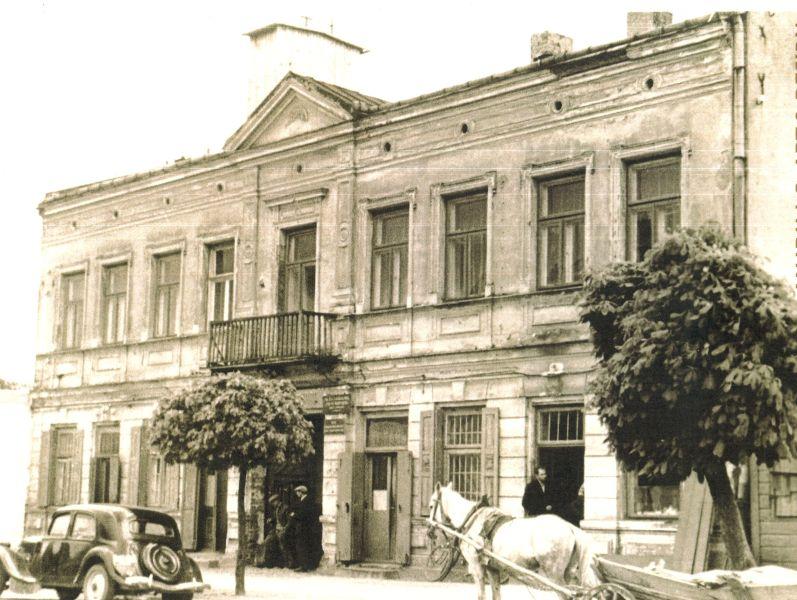 Kamienica przy ul. Warszawskiej 140 dawna siedziba Biblioteki